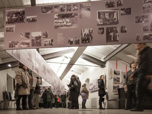 Progetto di allestimento, inviti e manifesti per la mostra fotografica
